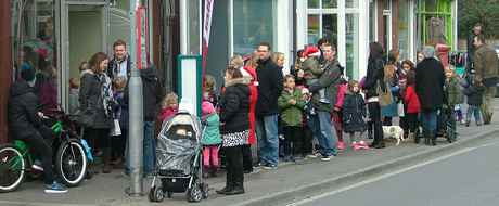 queue for father christmas