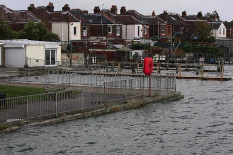 high tide in st denys