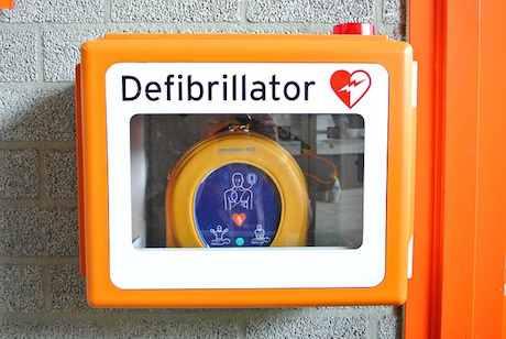 defibrillator-809448 640 pixabay