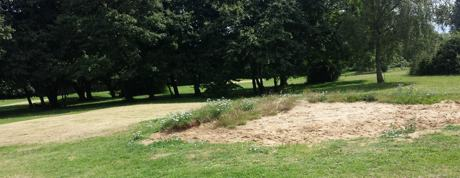 golf pitch and putt riverside bunker